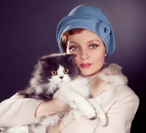 woman wearing grey felt hat in retro stlyle